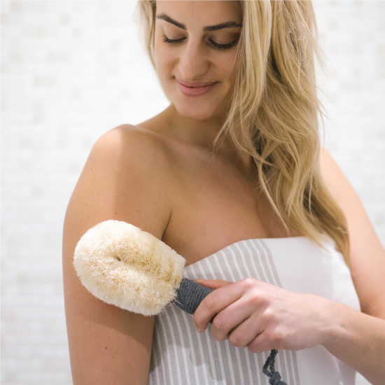Using dry brush with body oil